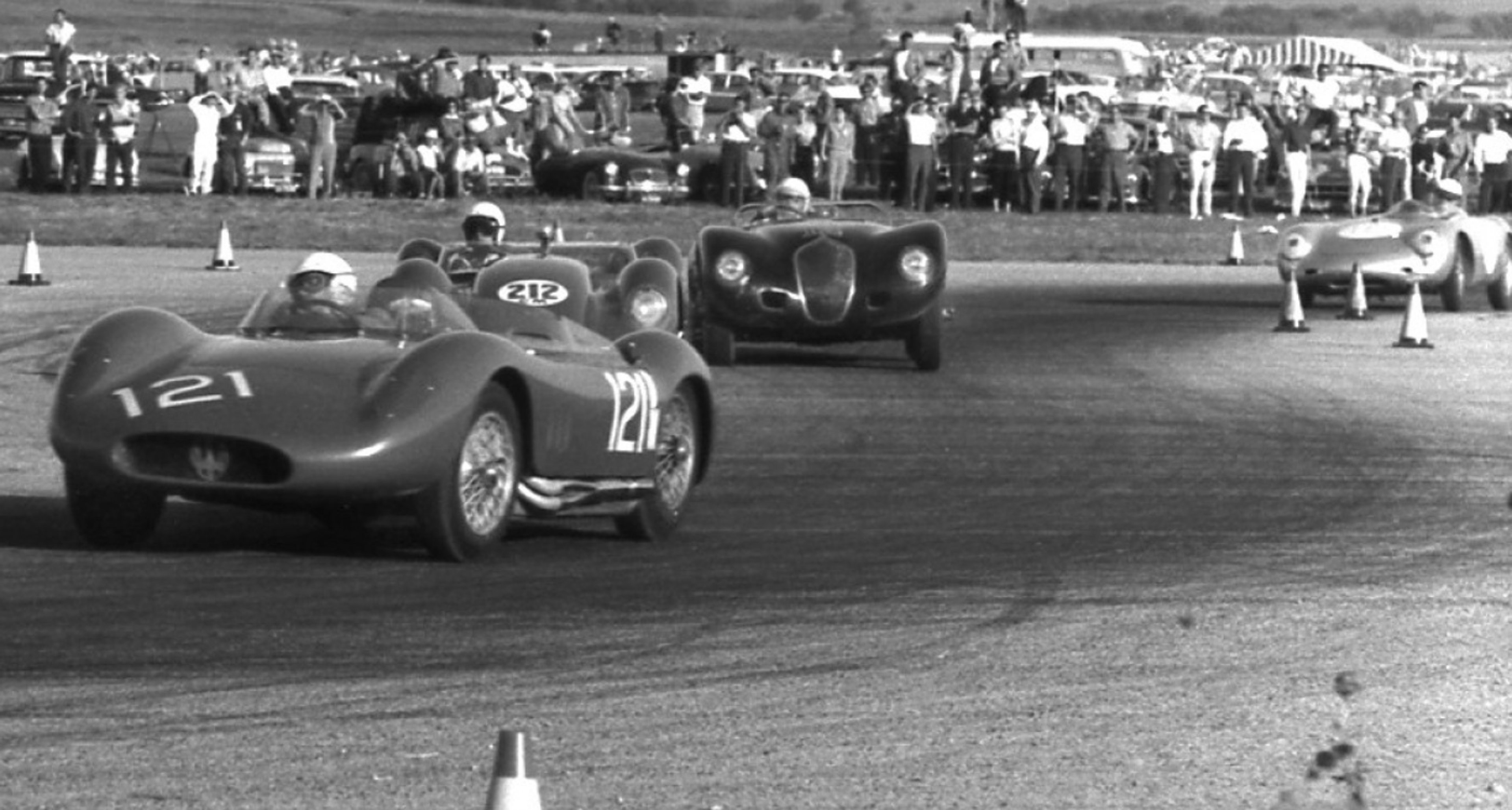 Bobby Aylward racing in his Maserati 250S #2431 (Copyright Willem Oosthoek)