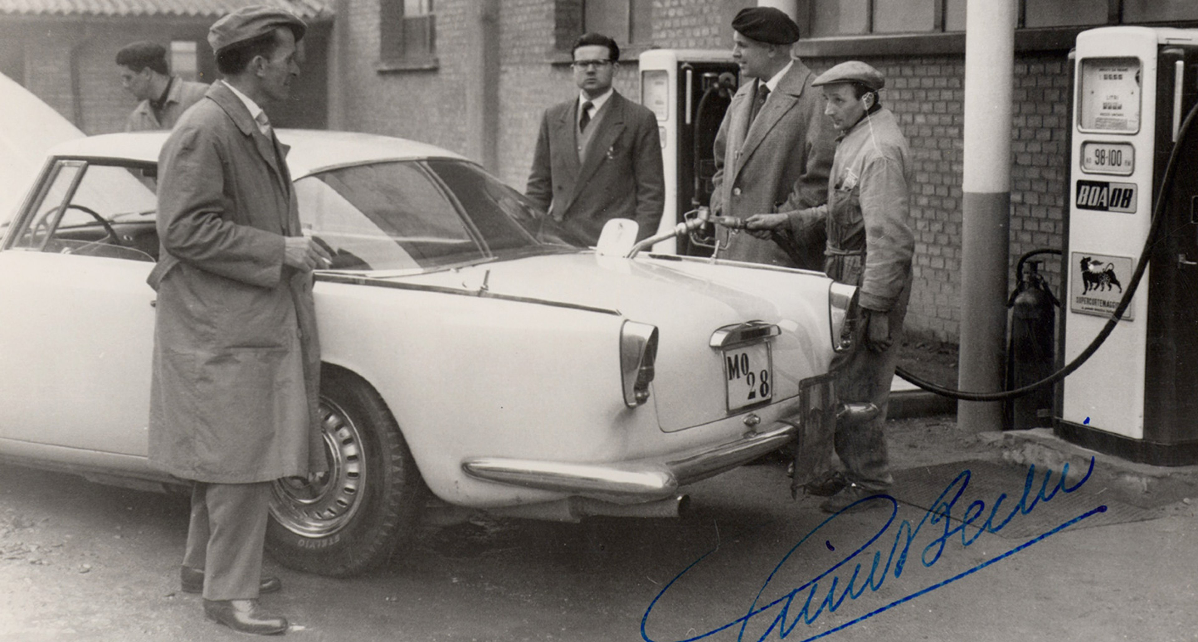 The delivery of Gino Bechi's 3500 GT