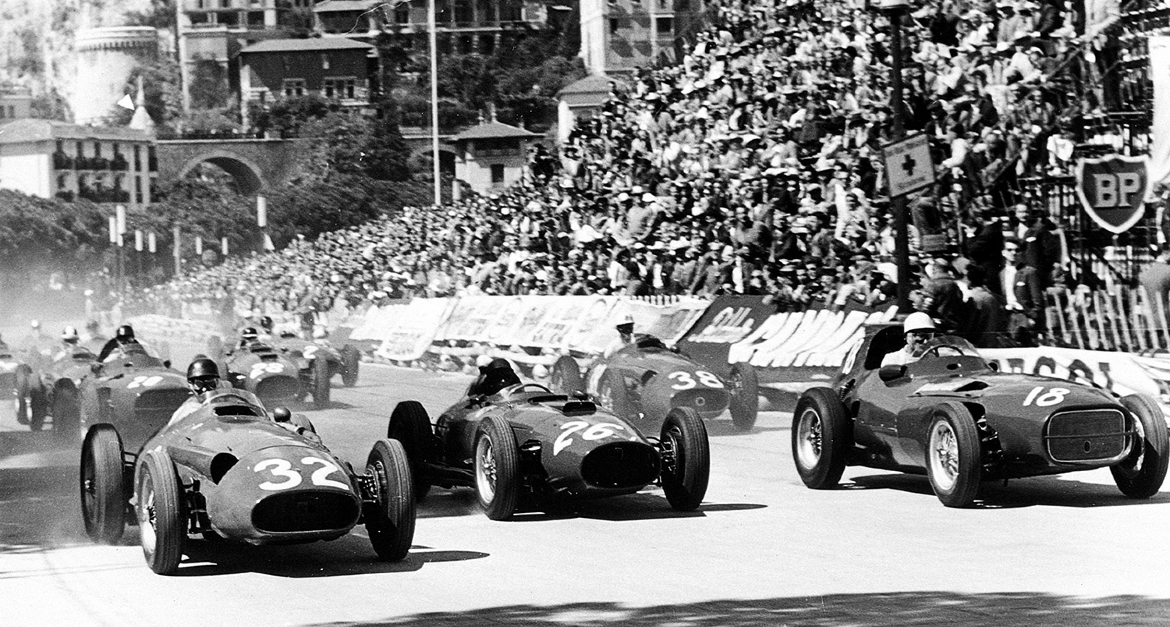 Fangio (Maserati, #32) battles with Collins (Ferrari, #26) and Moss (Vanwall, #18)
