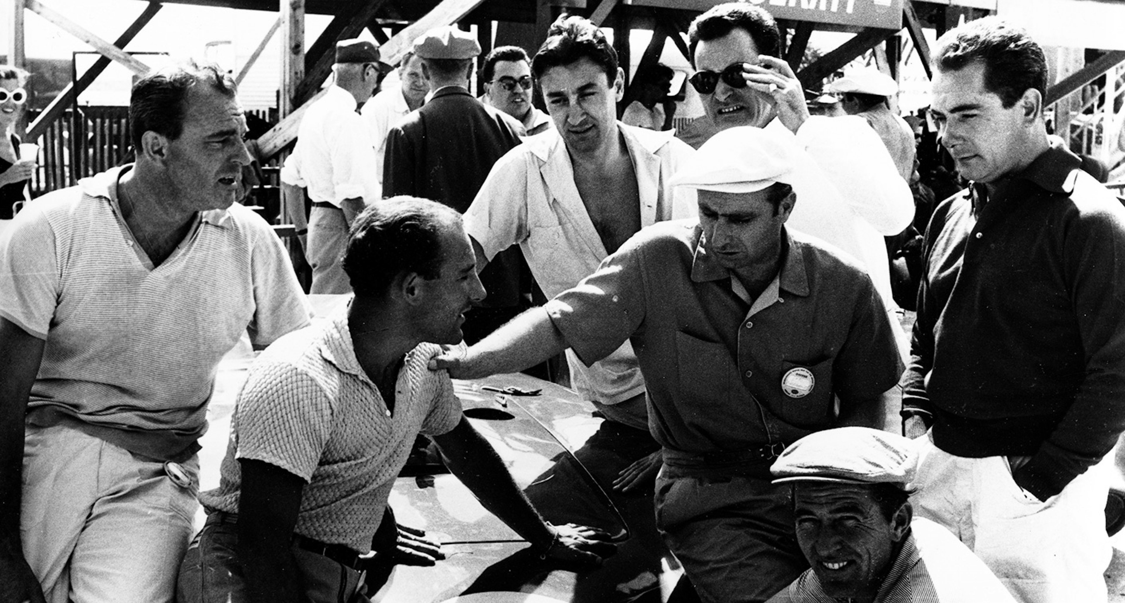 Sebring, 1957. From left: Schell, Moss, Fangio, Salvadori, Scarlatti, Behra and Shelby with the winning Maserati 450S