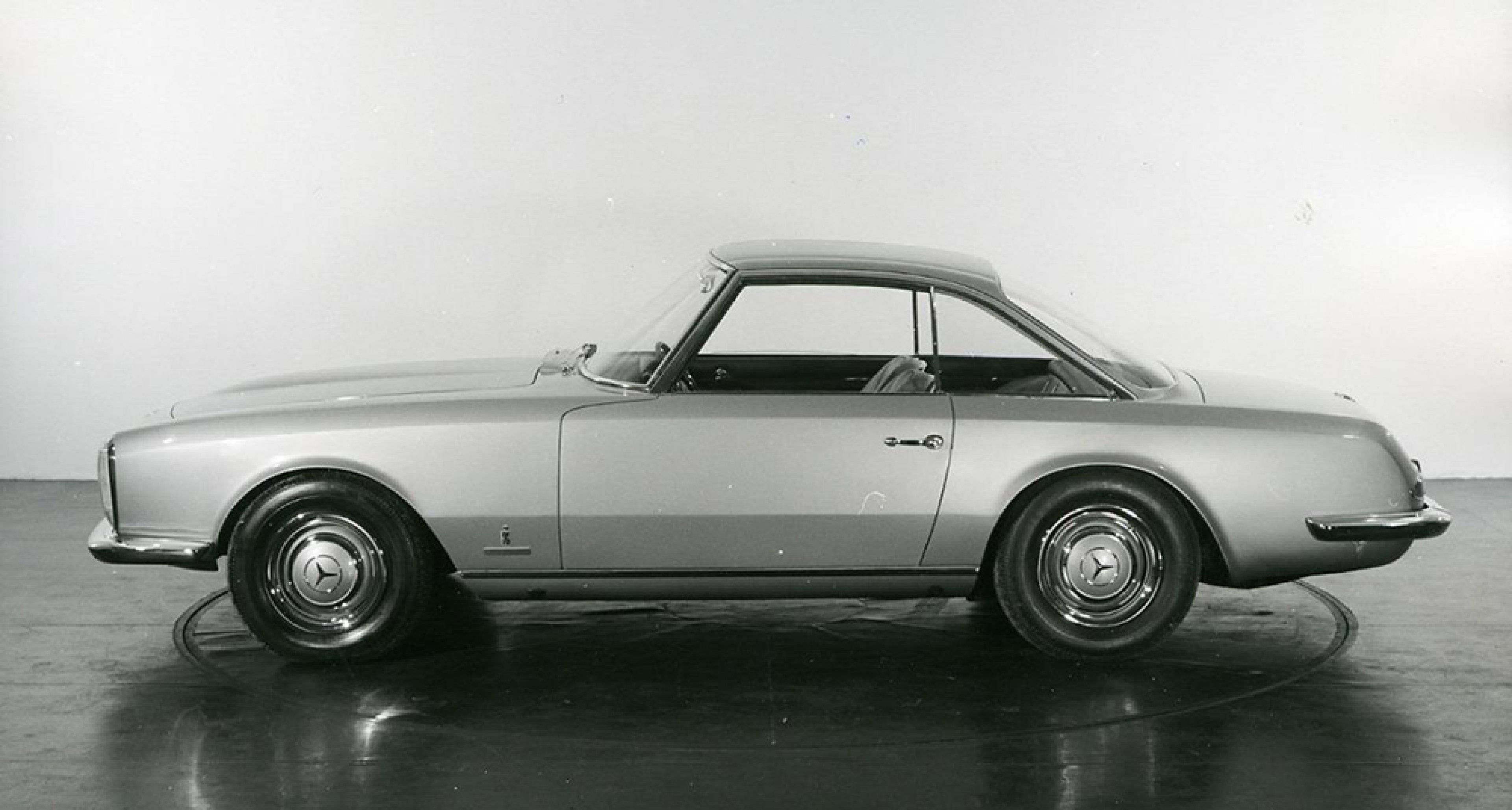 A Mercedes Pagode concept by Pininfarina, displayed at the 1964 Paris Motor Show.