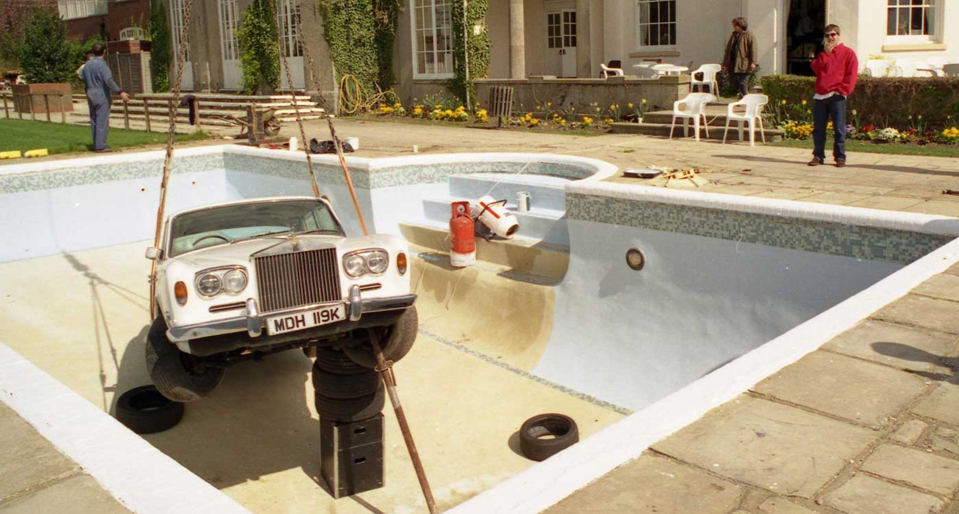 Frivolous fantasy how oasis sank a rolls royce classic - Keith moon rolls royce swimming pool ...