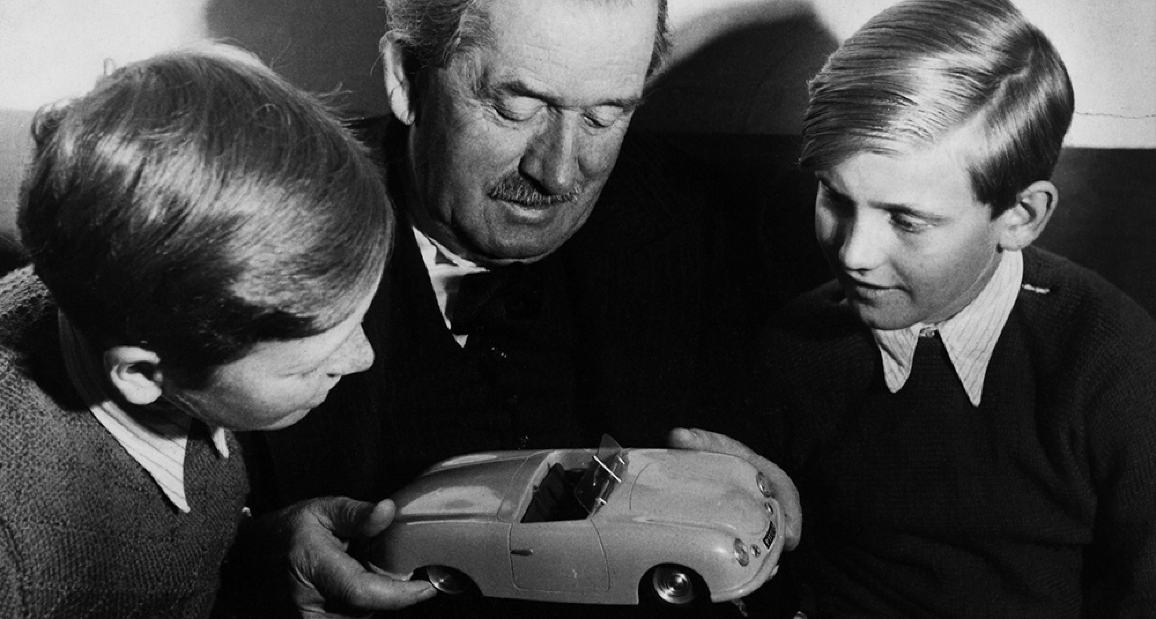 Grandfather Ferdinand Porsche with his grandsons Ferdinand Alexander Porsche and Ferdinand Piëch in 1949. © Porsche archives