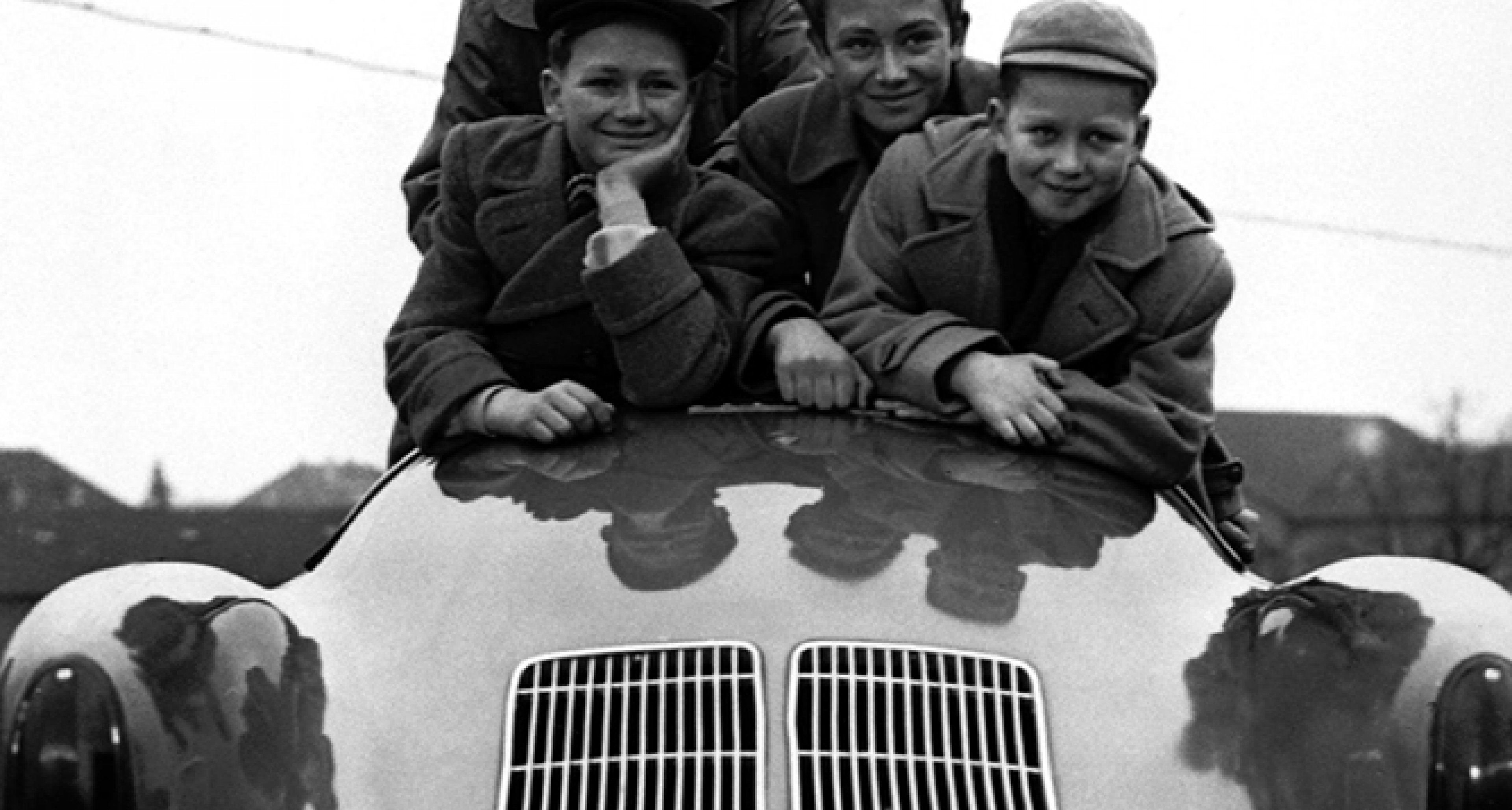 Ferry Porsche's sons Hans-Peter, Ferdinand Alexander, Gerhard and Wolfgang in a Porsche 550 Spyder in 1954. © Porsche archives