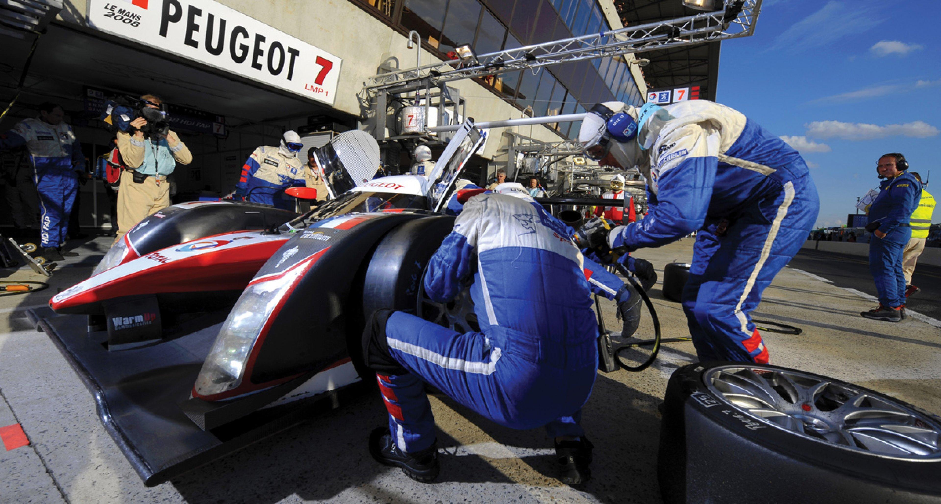 Lot 34: 2008 Peugeot 908 HDi FAP Le Mans Prototype € 1.400.000 - 1.800.000