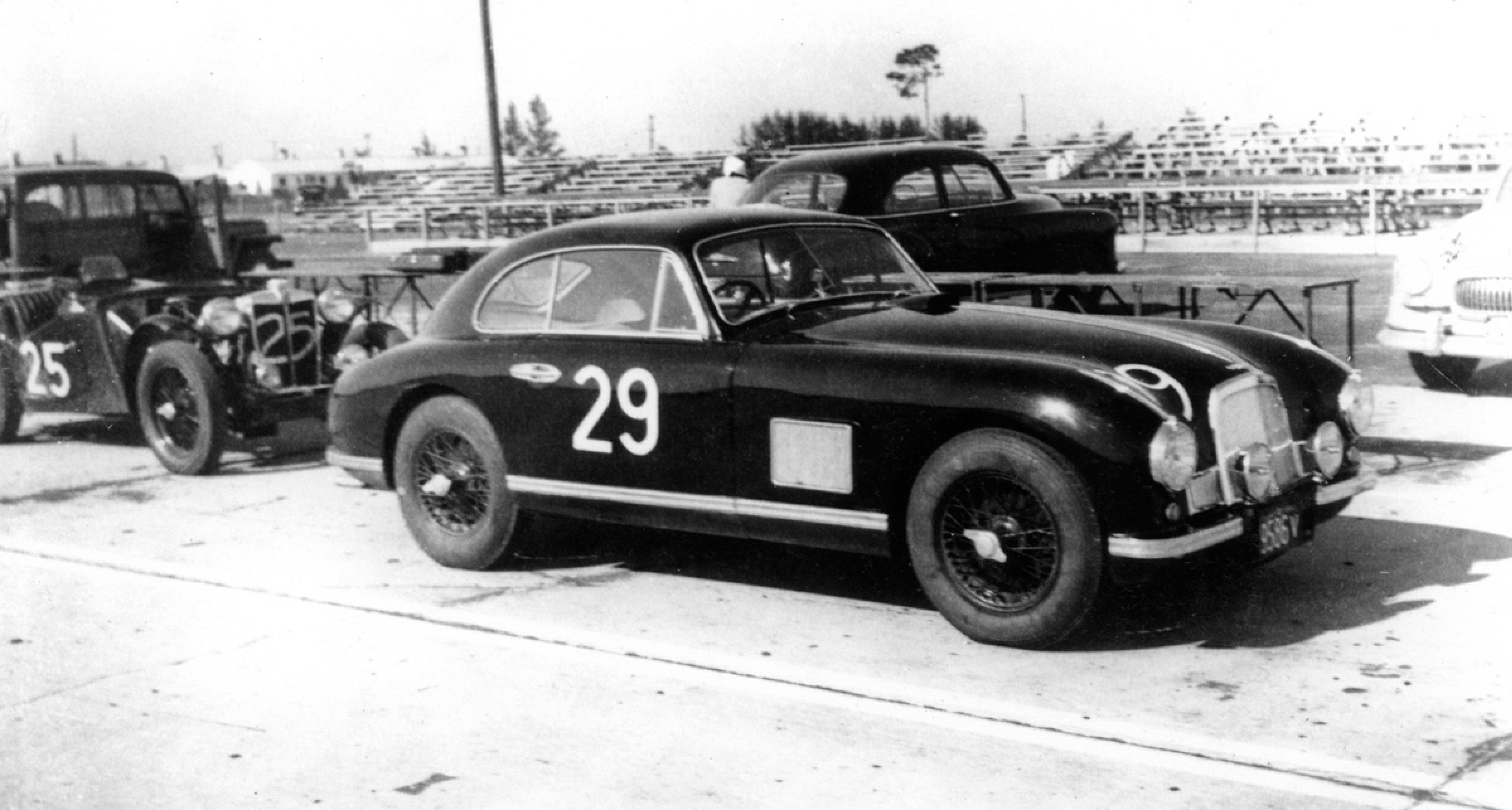 Lot 25: 1950 Aston Martin DB2 € 270.000 - 345.000