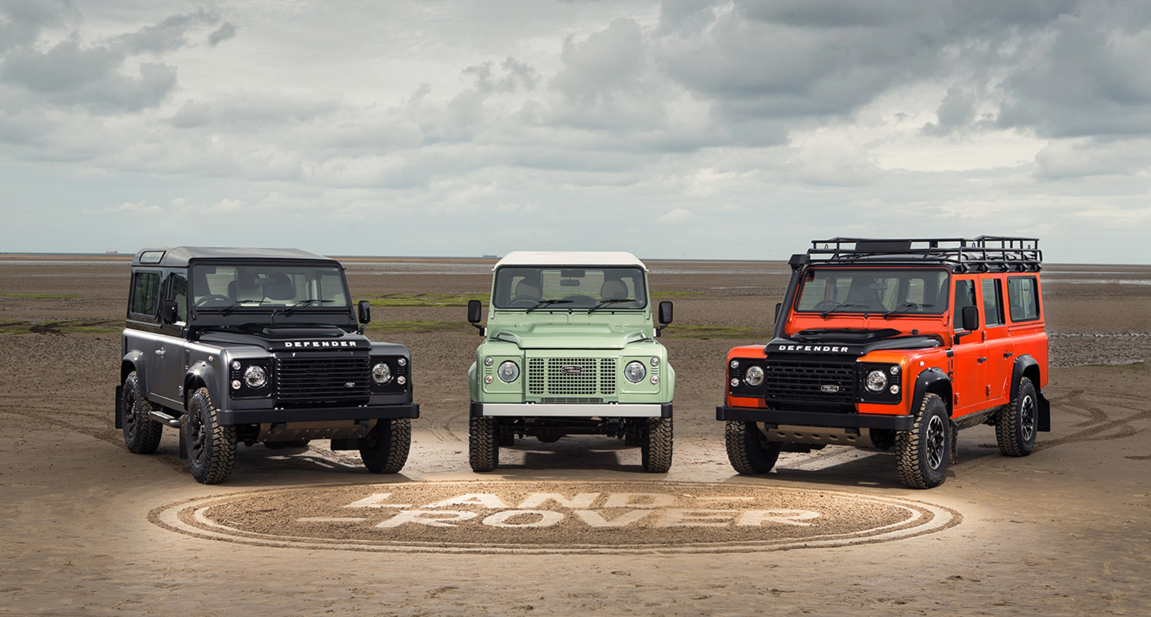 https://www.classicdriver.com/sites/default/files/styles/full_width_slider/public/article_images/rp-land-rover-defender-4-of-91rhd_crop.jpg?itok=1pierQe6