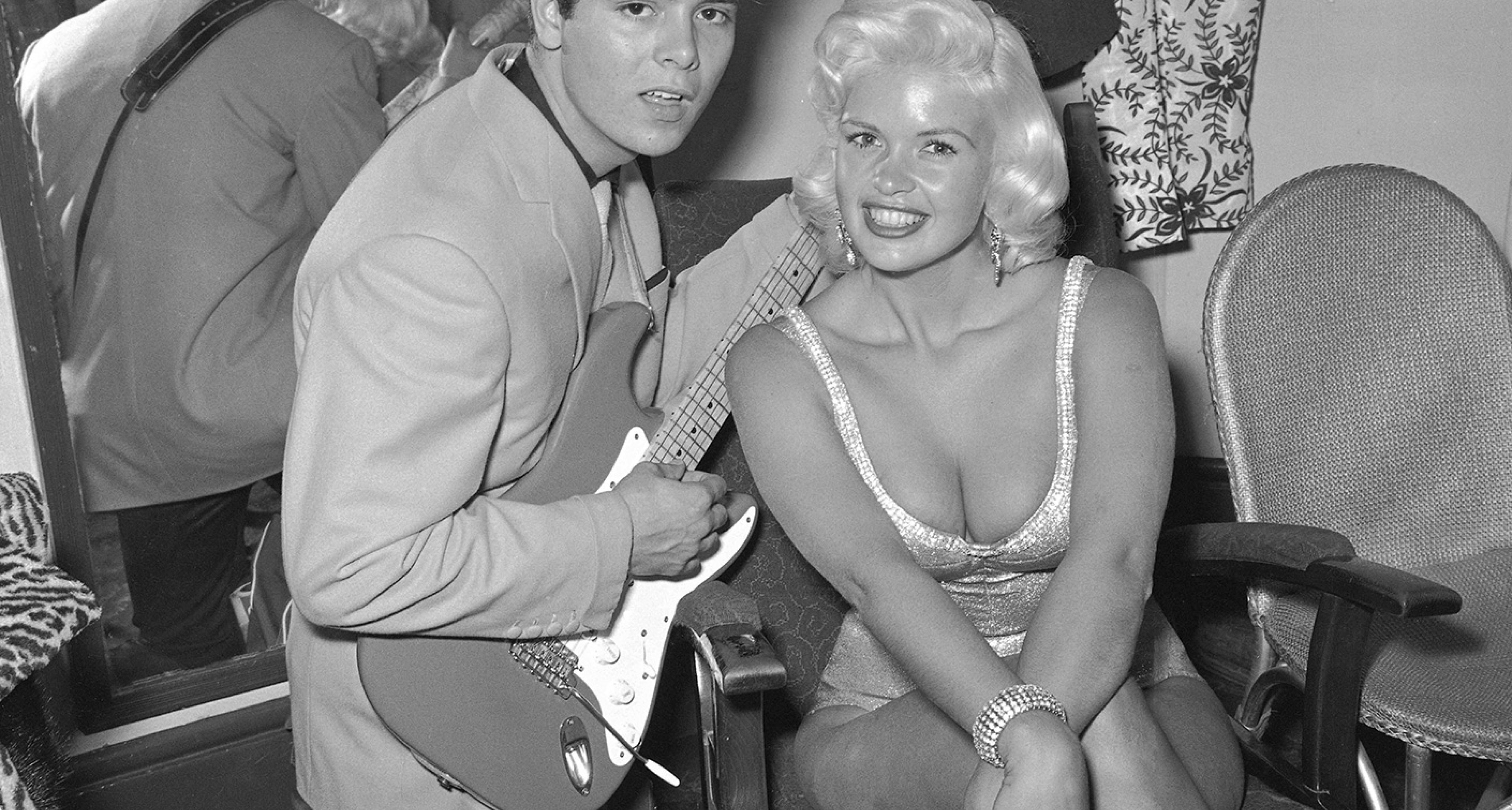 Cliff Richard entertains Jayne Mansfield with his Stratocaster
