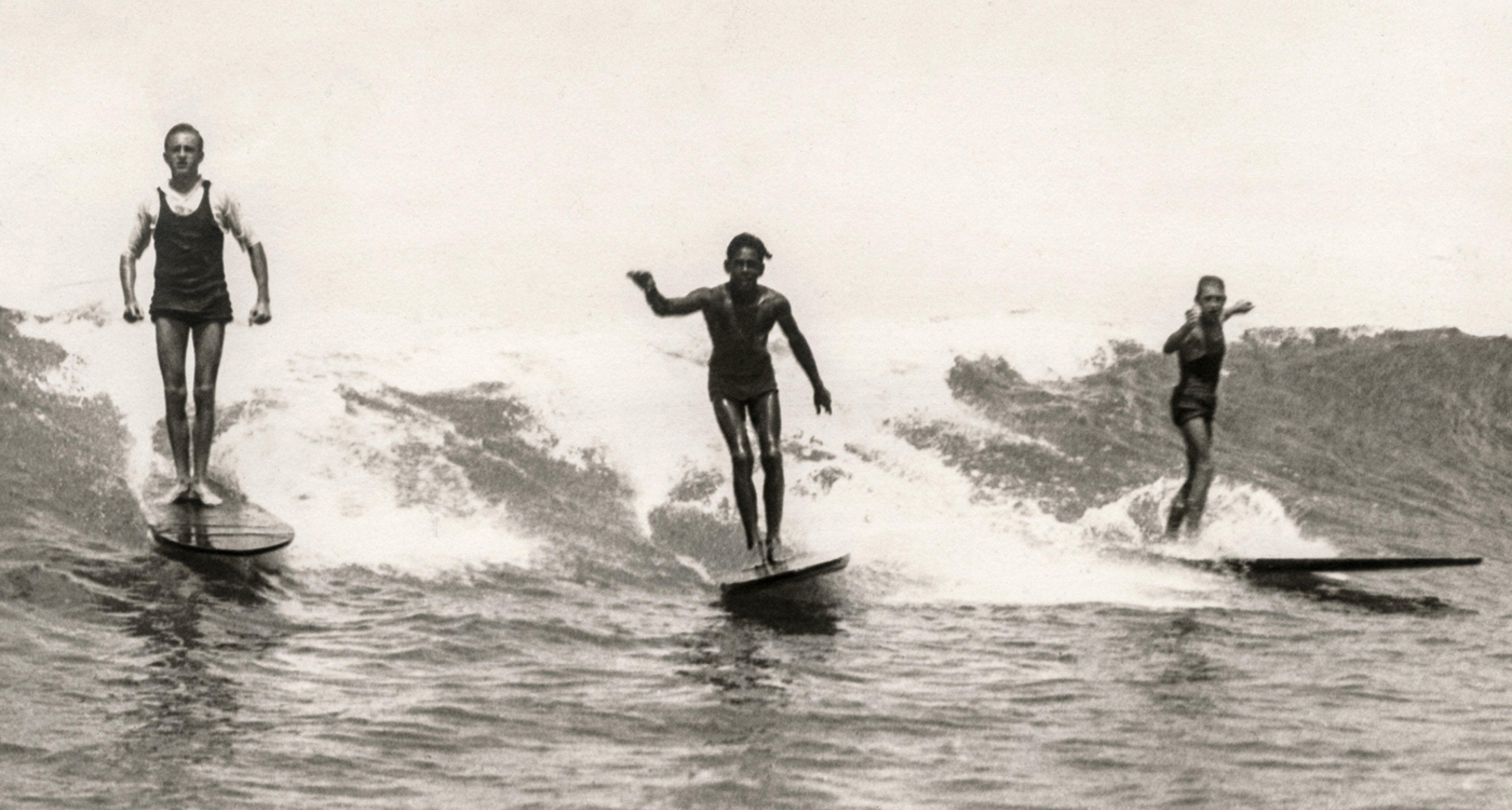 George Freeth, Waikiki, ca. 1907. Courtesy Jim Heimann Collection / TASCHEN
