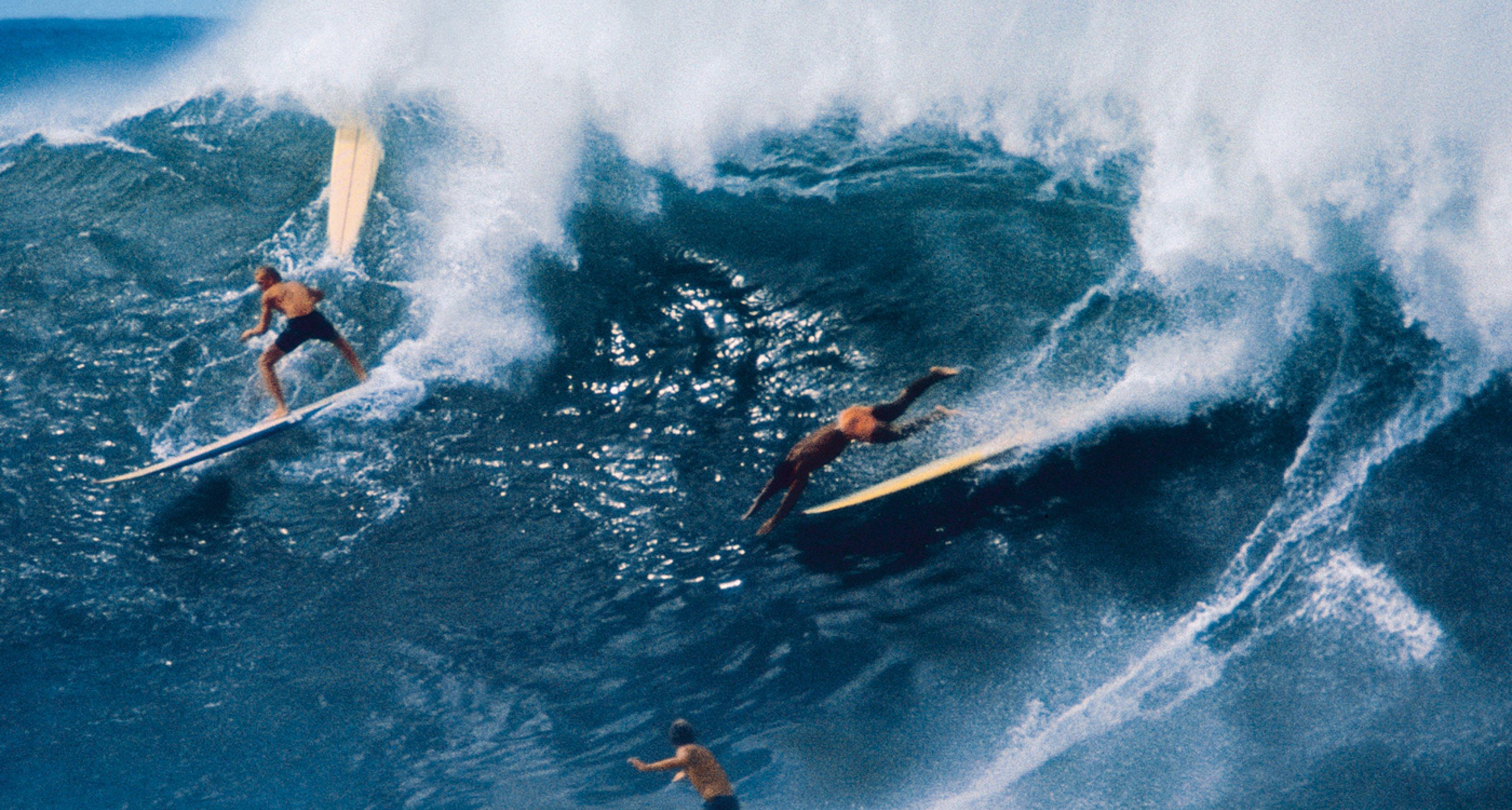 Waimea Bay, Hawaii, 1966. Copyright: LeRoy Grannis Collection / Courtesy TASCHEN