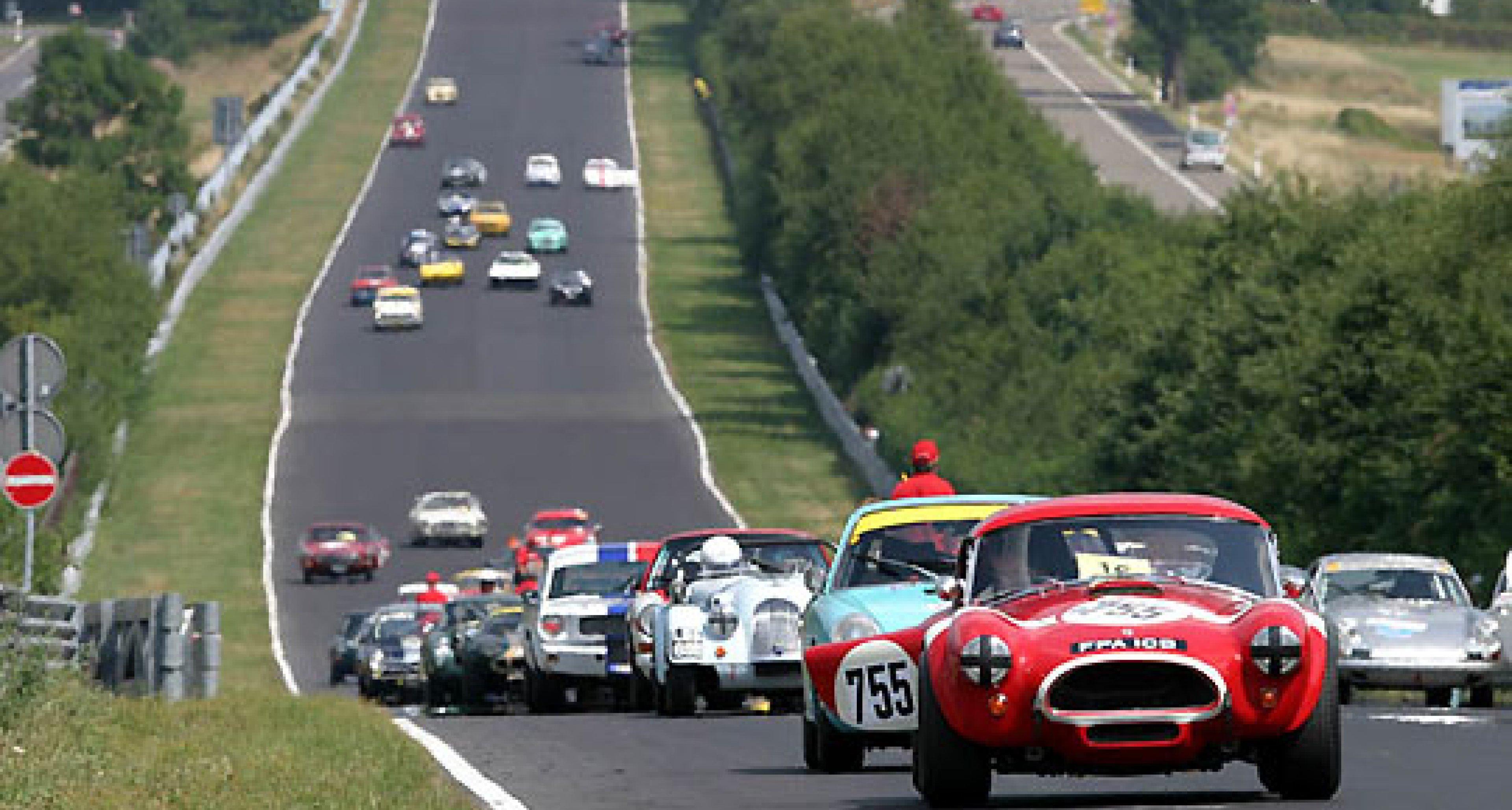Starterfeld der Superlative beim 32. AvD-Oldtimer-Grand-Prix