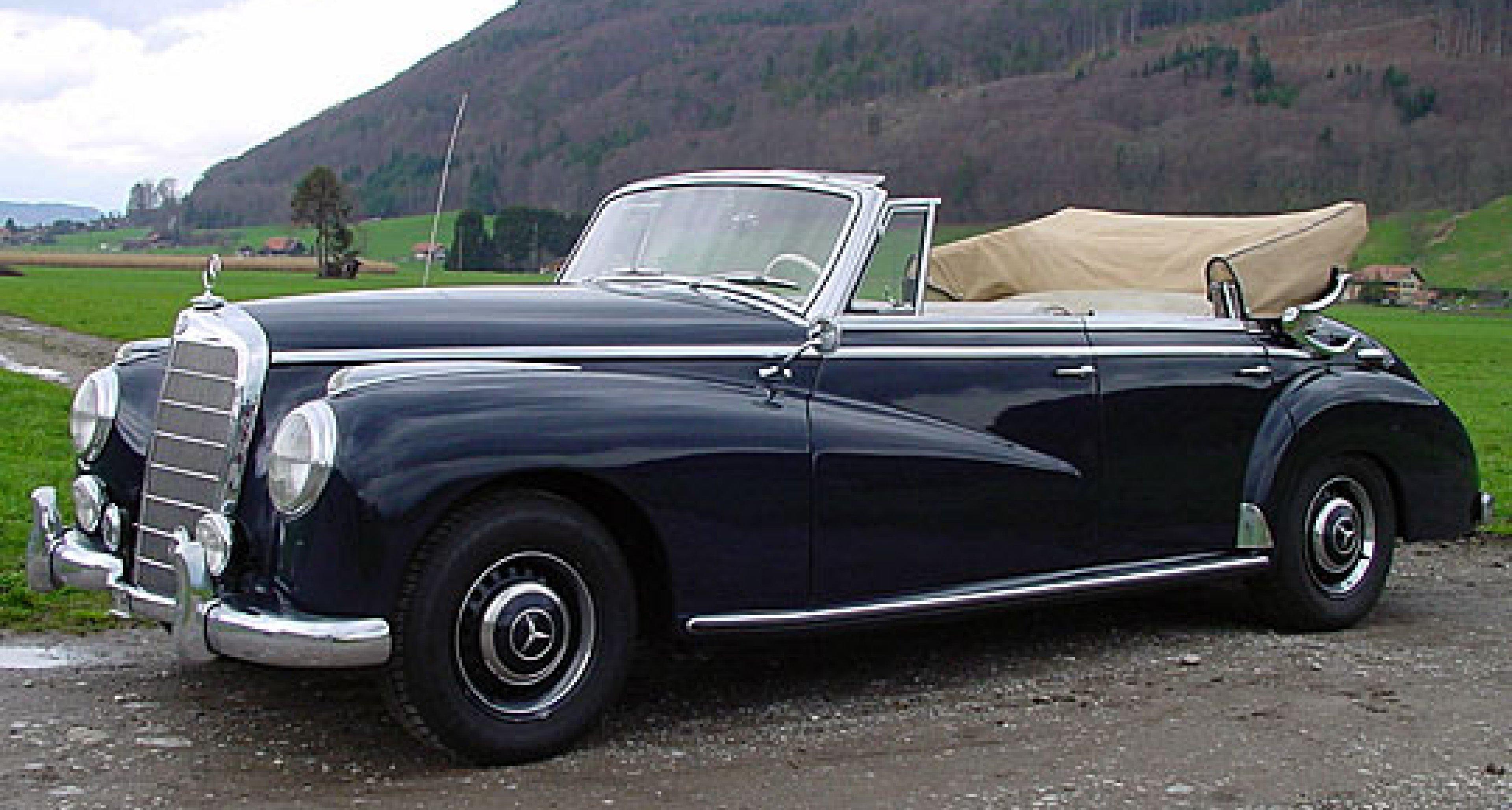 100 Klassische Automobile in der Oldtimer Galerie Toffen, Schweiz 2005 - Vorschau