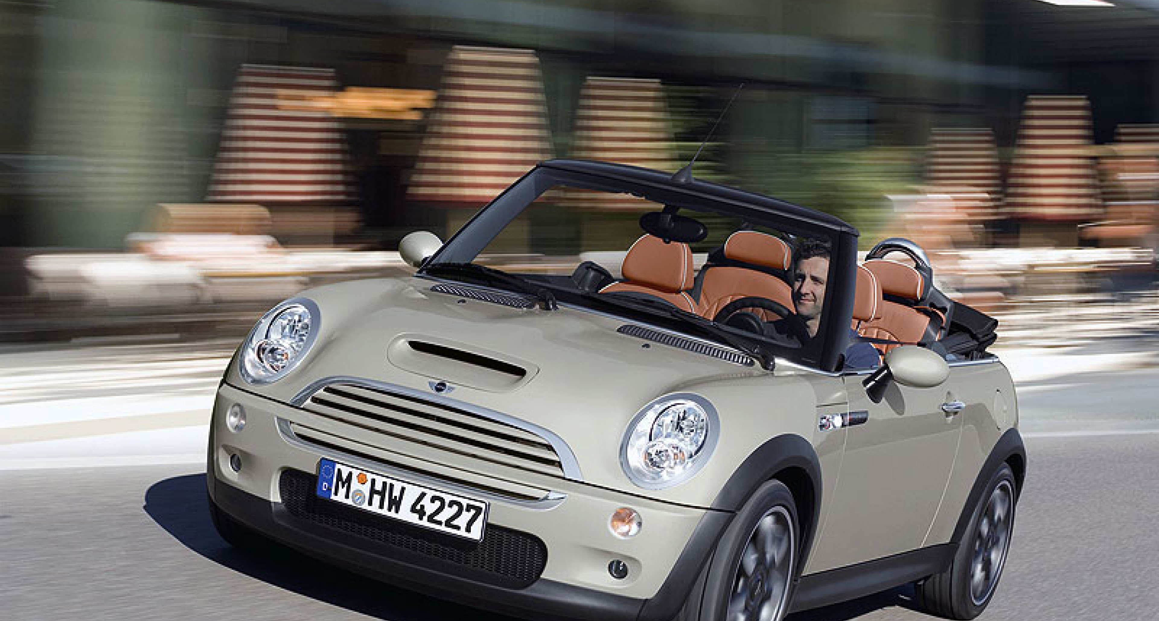 Deluxe Sidewalk Convertible From Mini