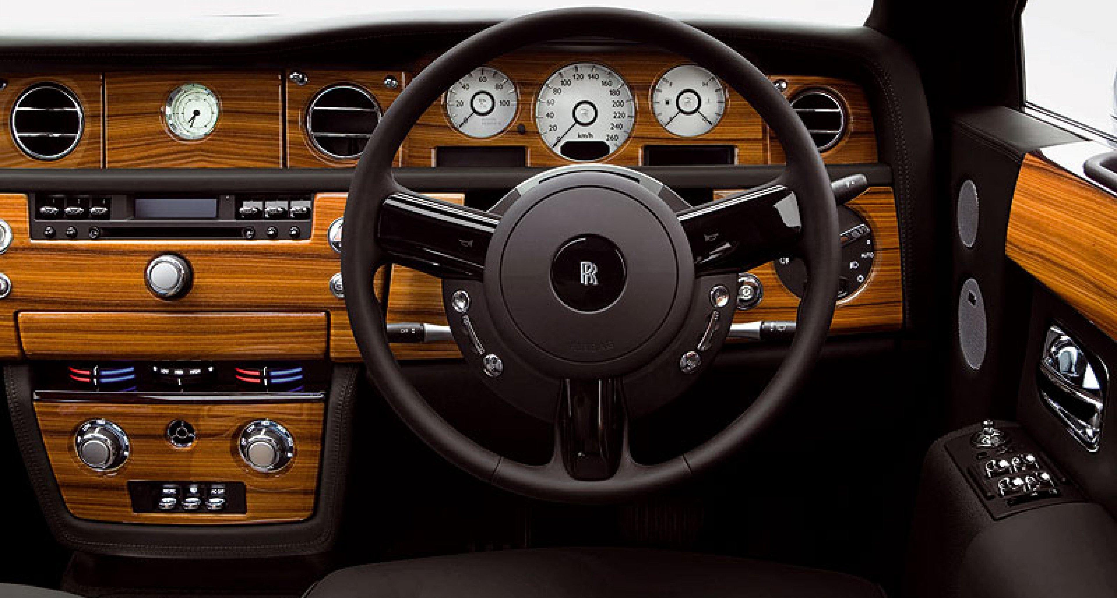 Rolls-Royce produces the Phantom Silver