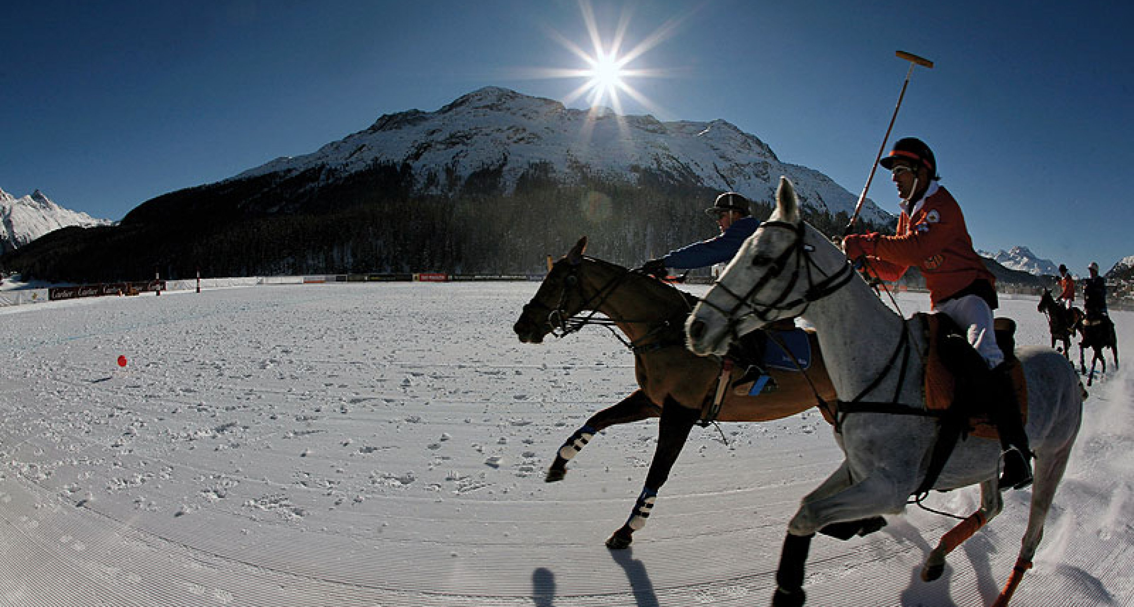 24. Cartier Polo World Cup on Snow: Polo in weiß