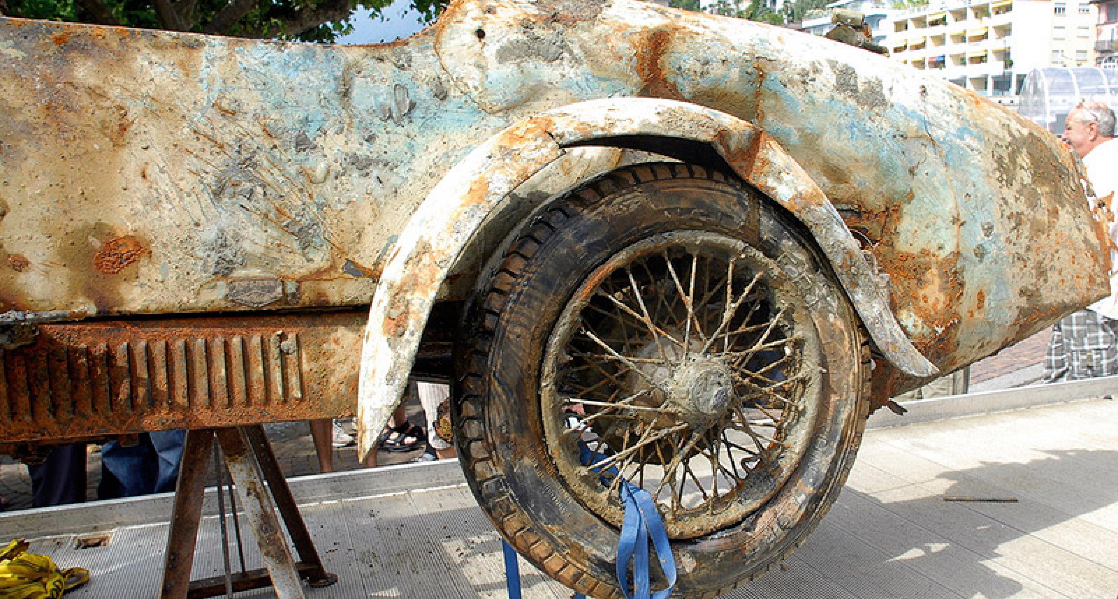 Bugatti Brescia aus dem Lago Maggiore geborgen