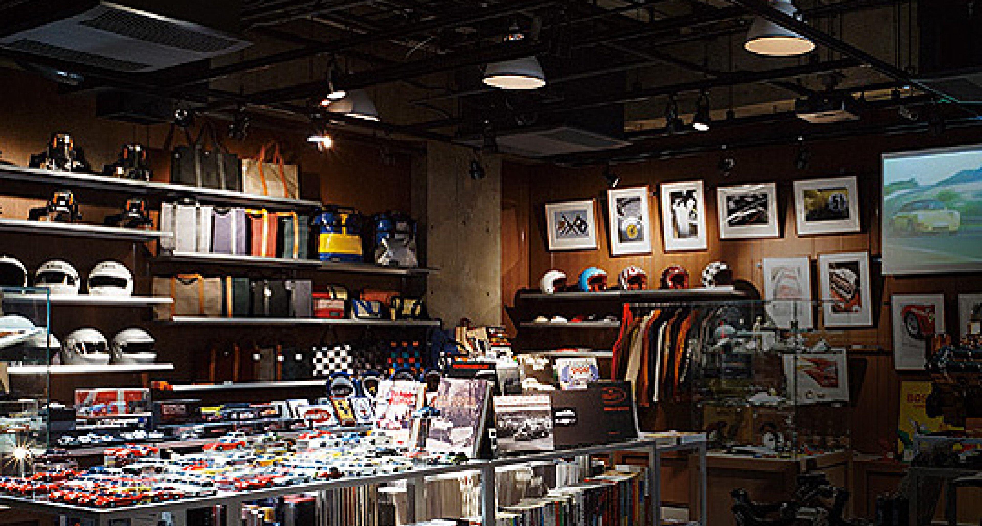 Le Garage Tokyo: Automobilia Heaven