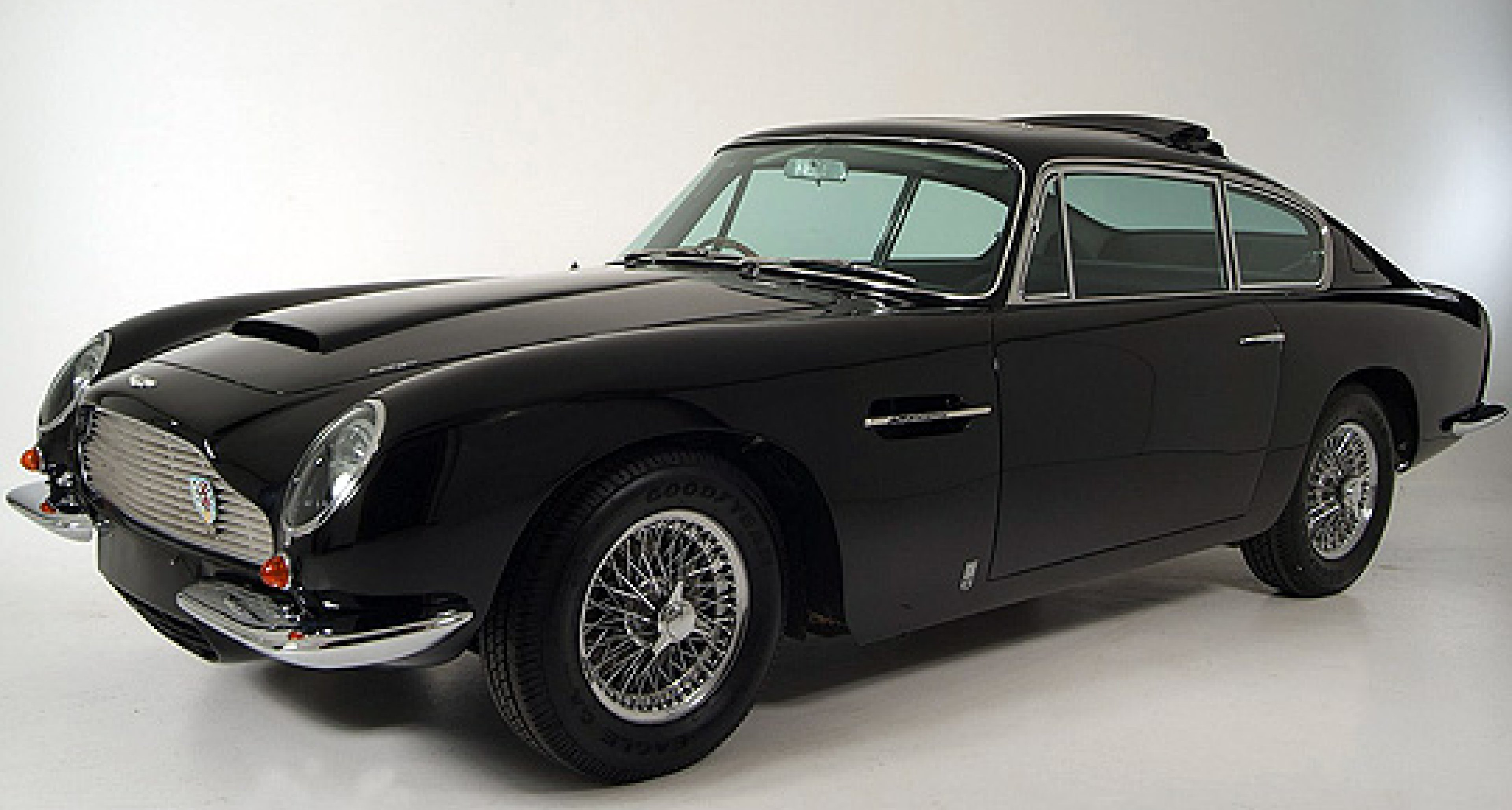 Oldtimer Galerie Toffen versteigert 100 klassische Fahrzeuge