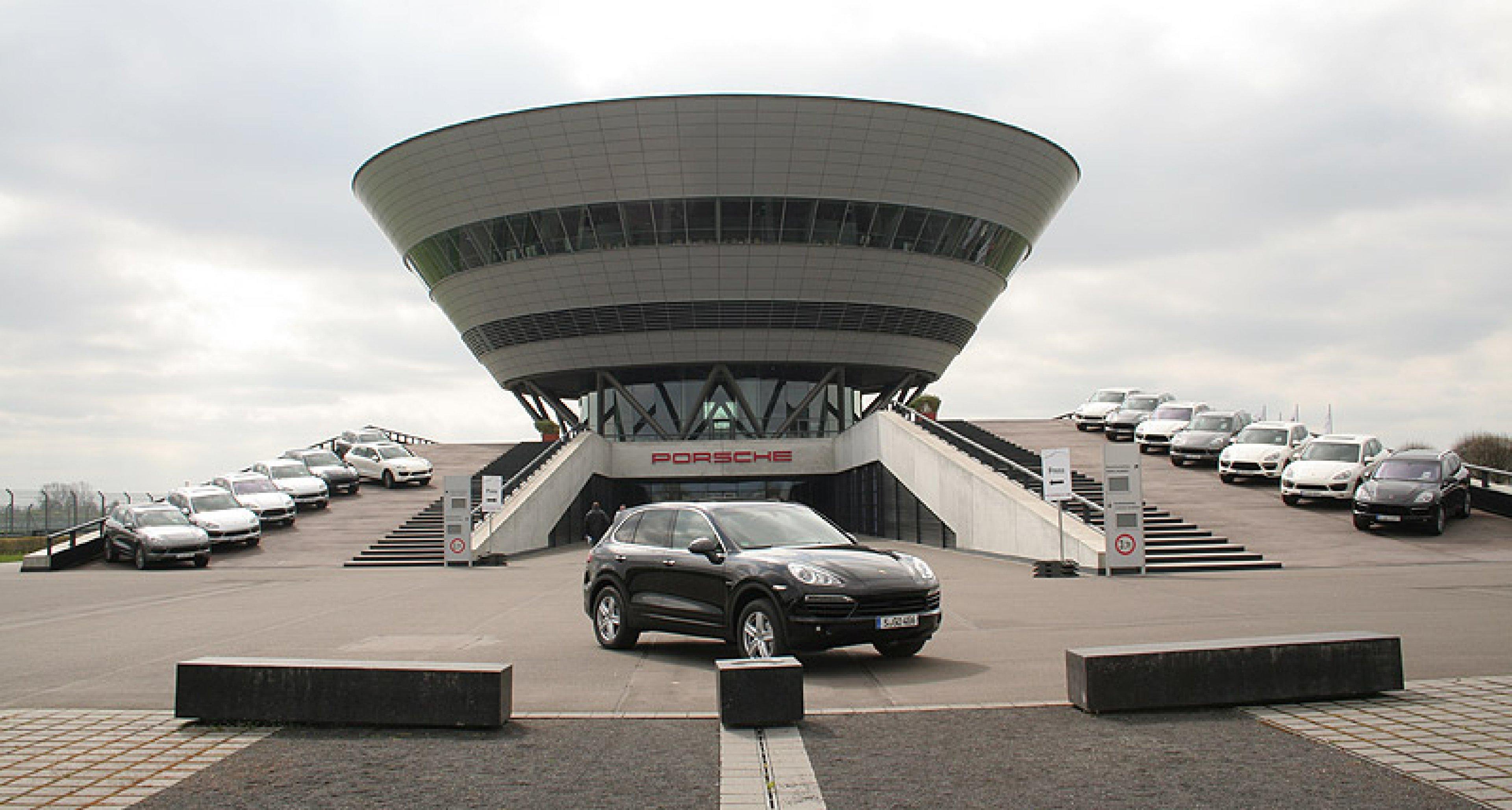Porsche Cayenne: Geländetauglich elektrisiert