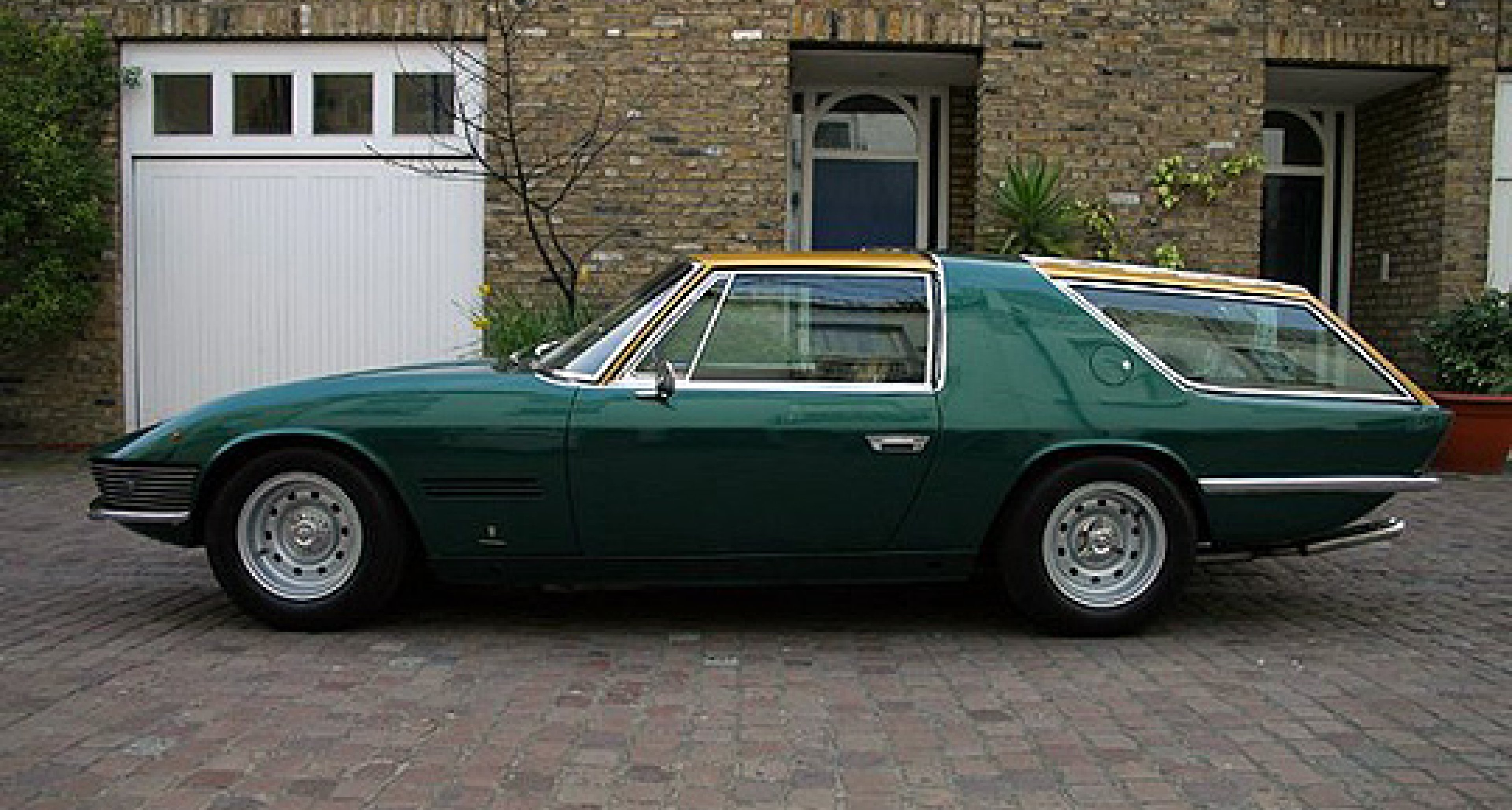 Ferrari 330 GT Shooting Brake bei Hexagon Classics