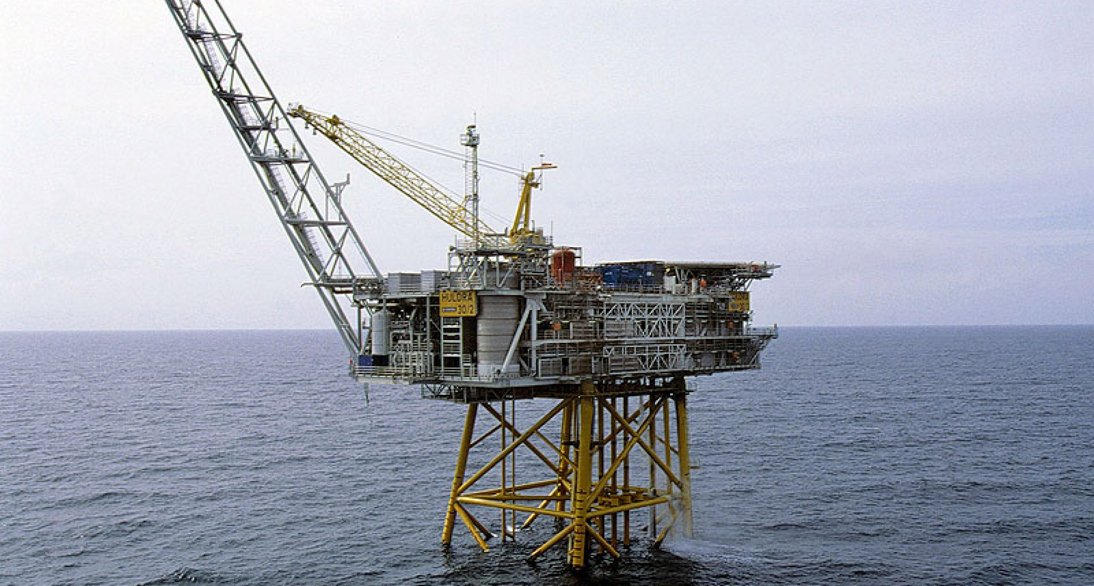 Oil Rig for sale: 20 rooms and sea view, but no garage