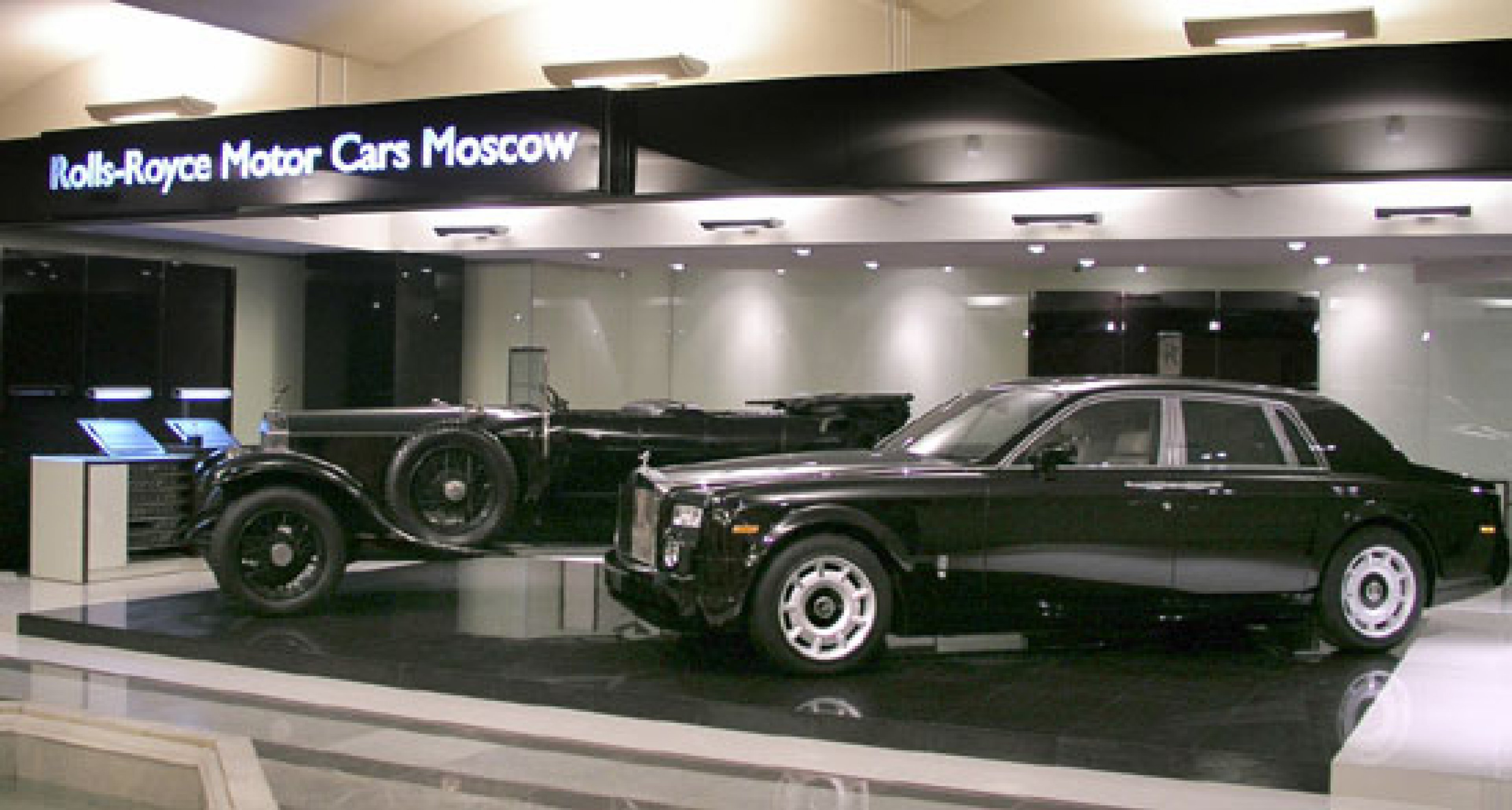 Rolls-Royce opens at No 1 Red Square
