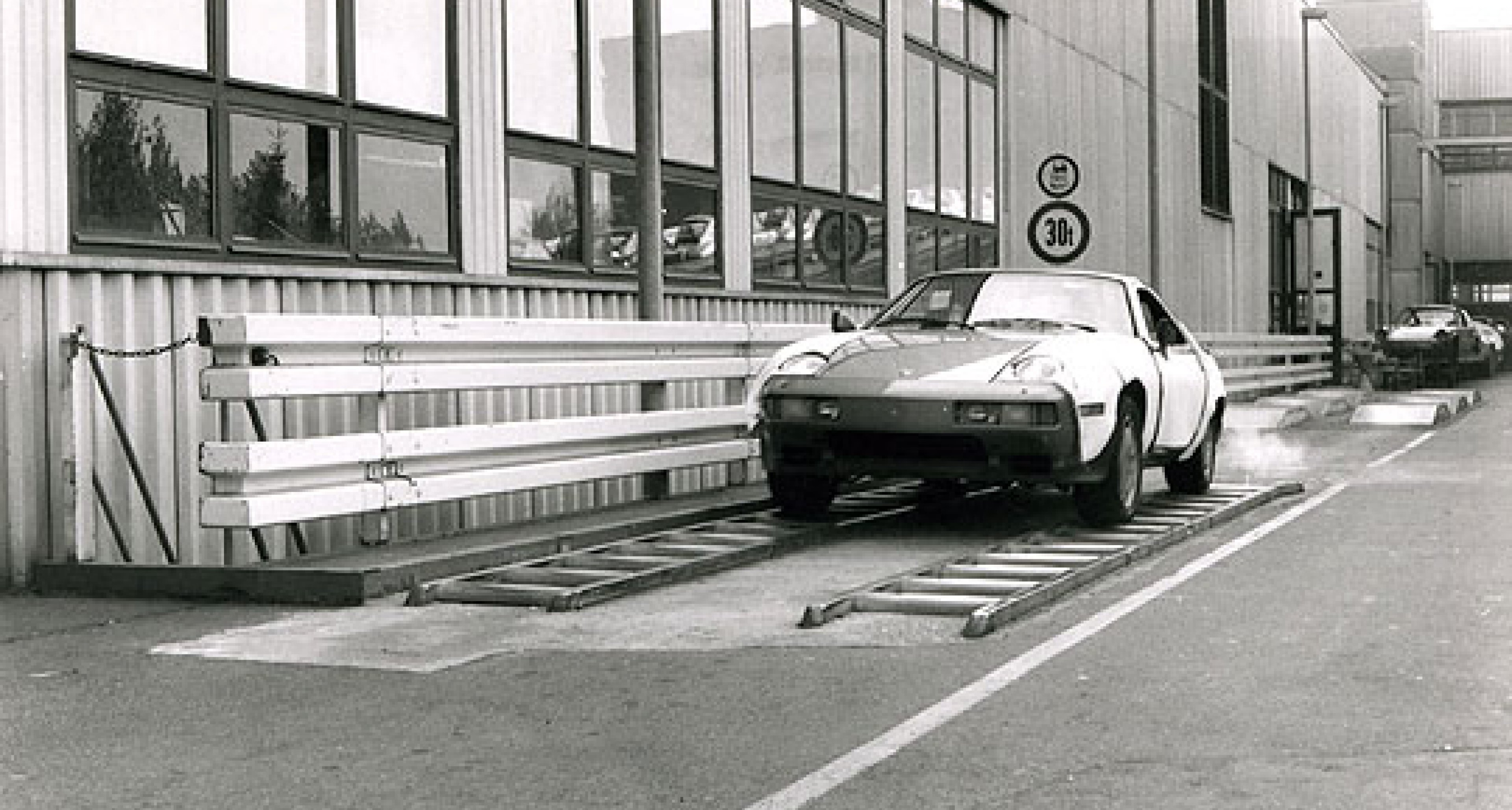 Porsche – Engineering for Excellence by Tony Dron