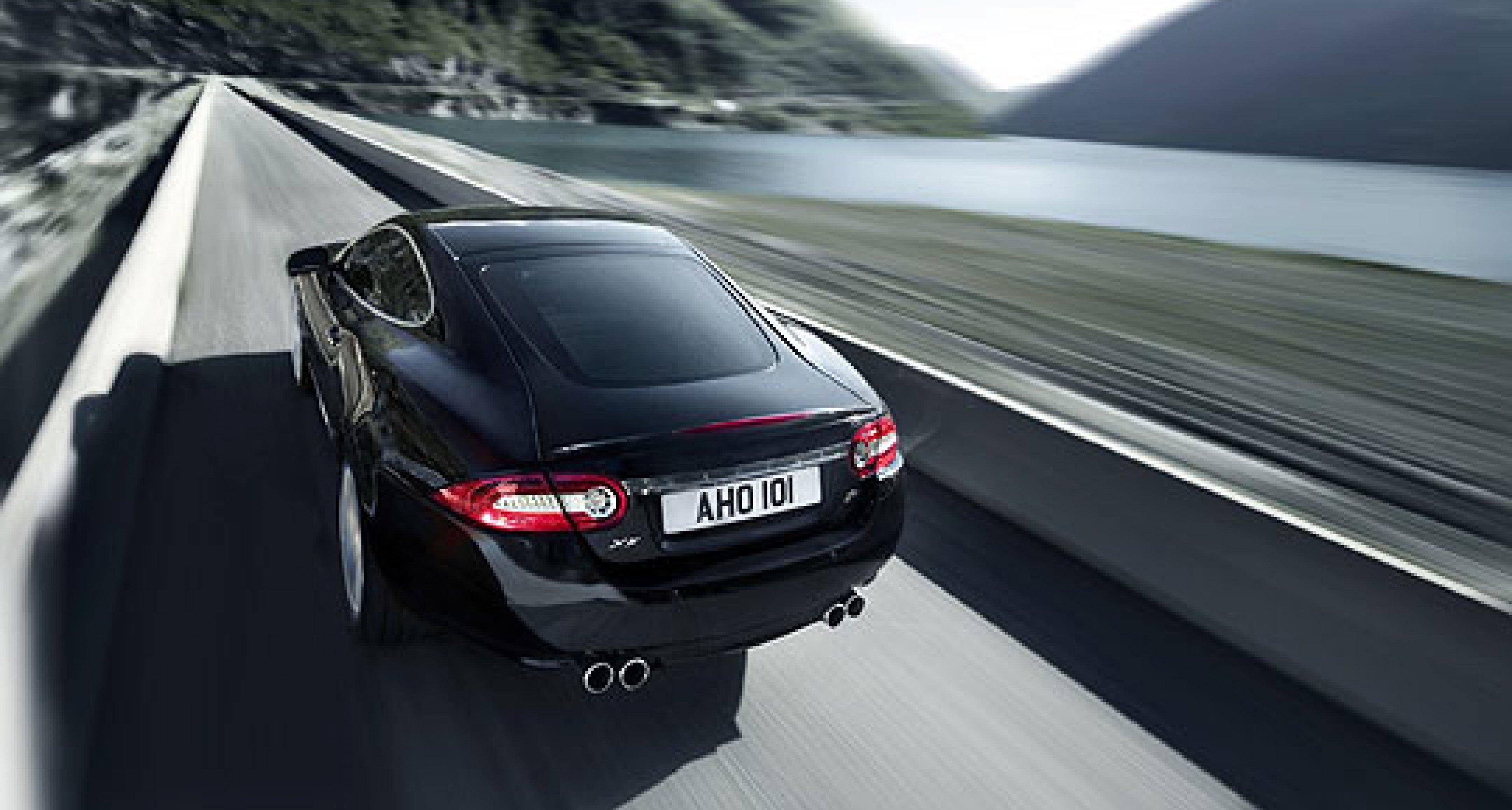 Jaguar XFR and XKR Unveiled at Detroit