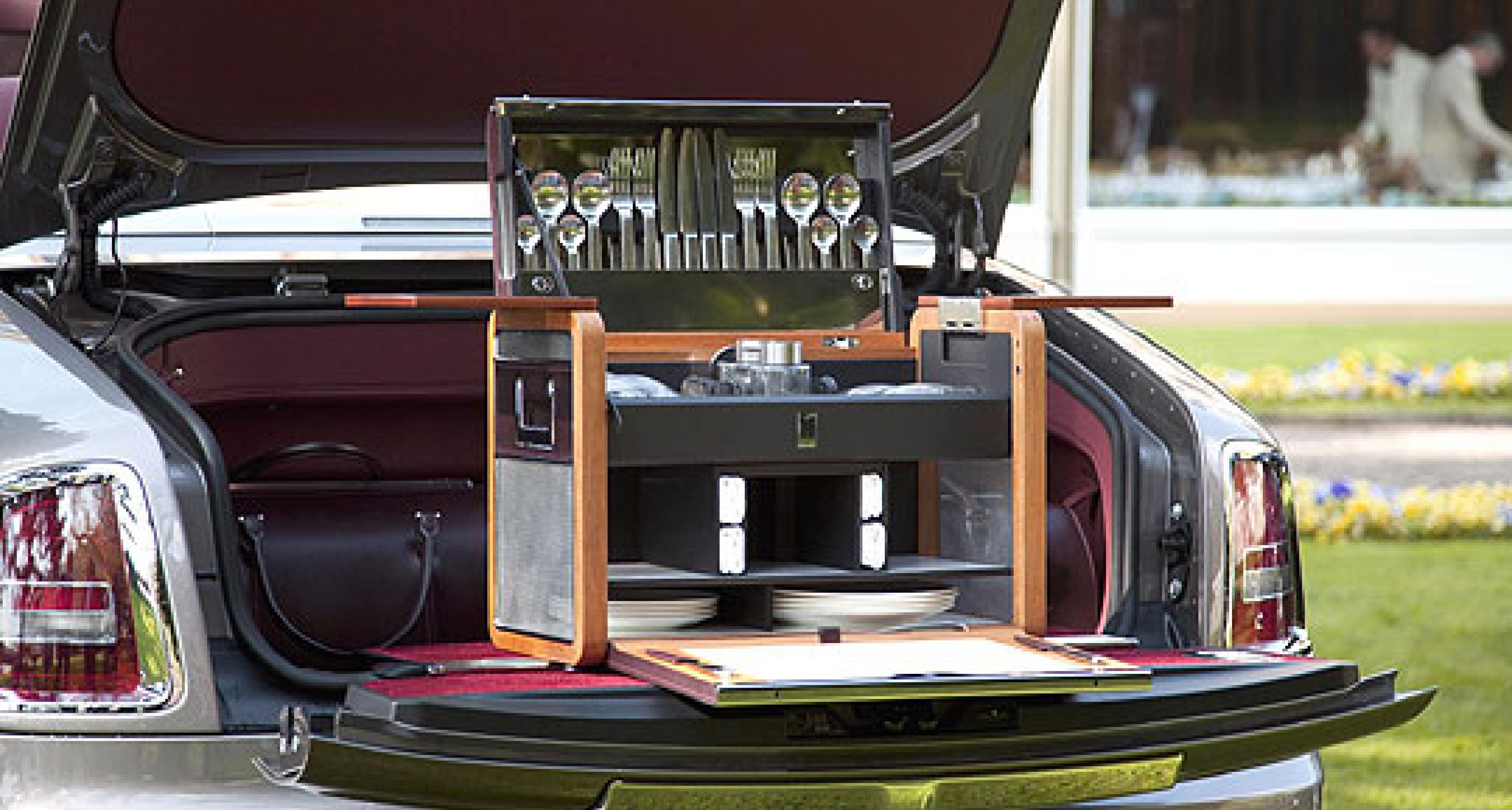 Rolls-Royce Picnic Set: Dine Out in Style