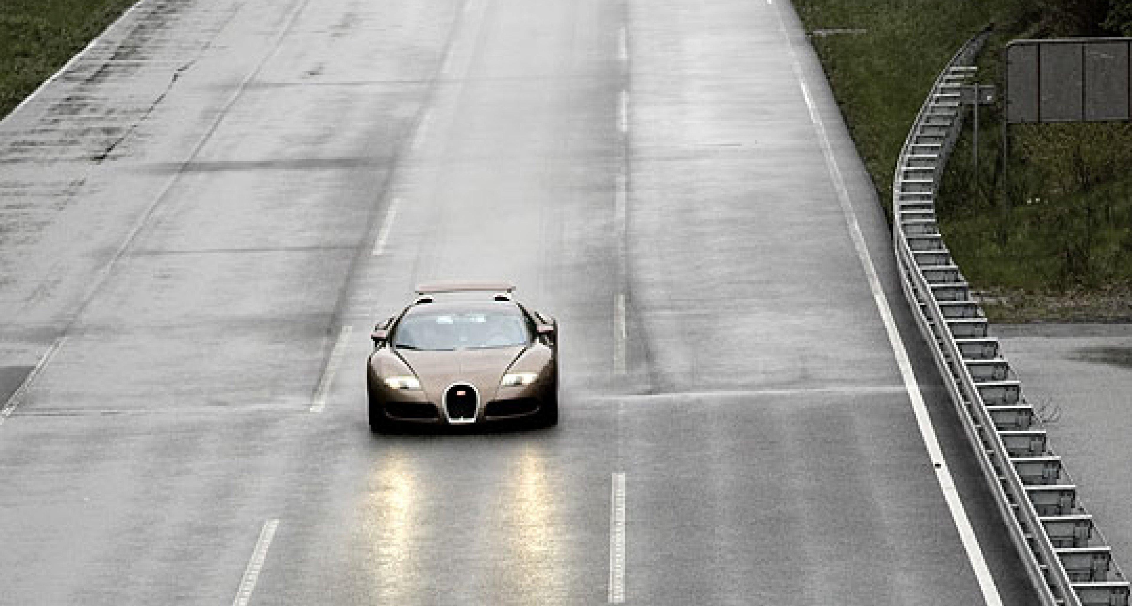 Bugatti Veyron at Top Speed