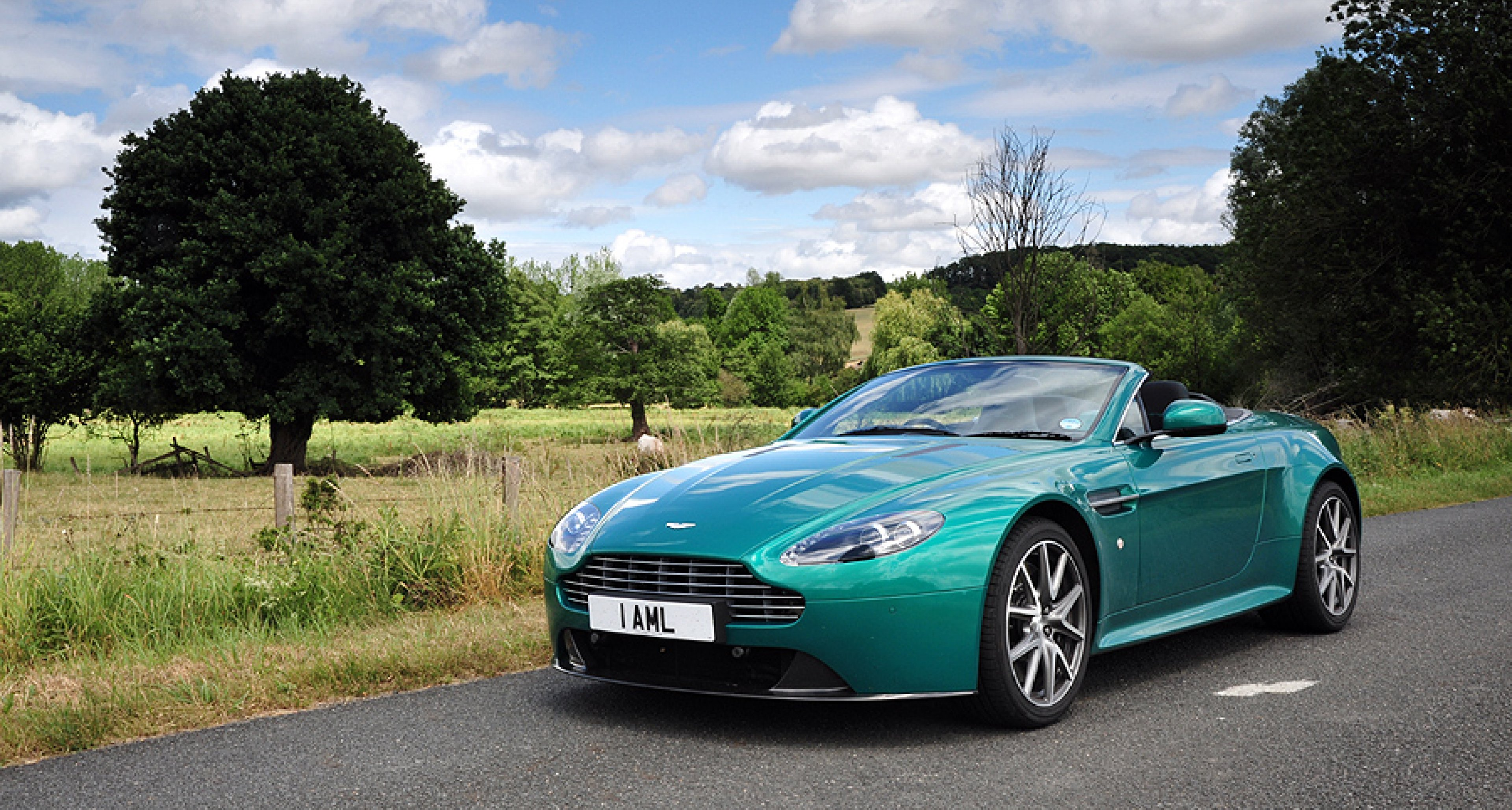 Driven To Le Mans Aston Martin V8 Vantage S Roadster Classic Driver Magazine