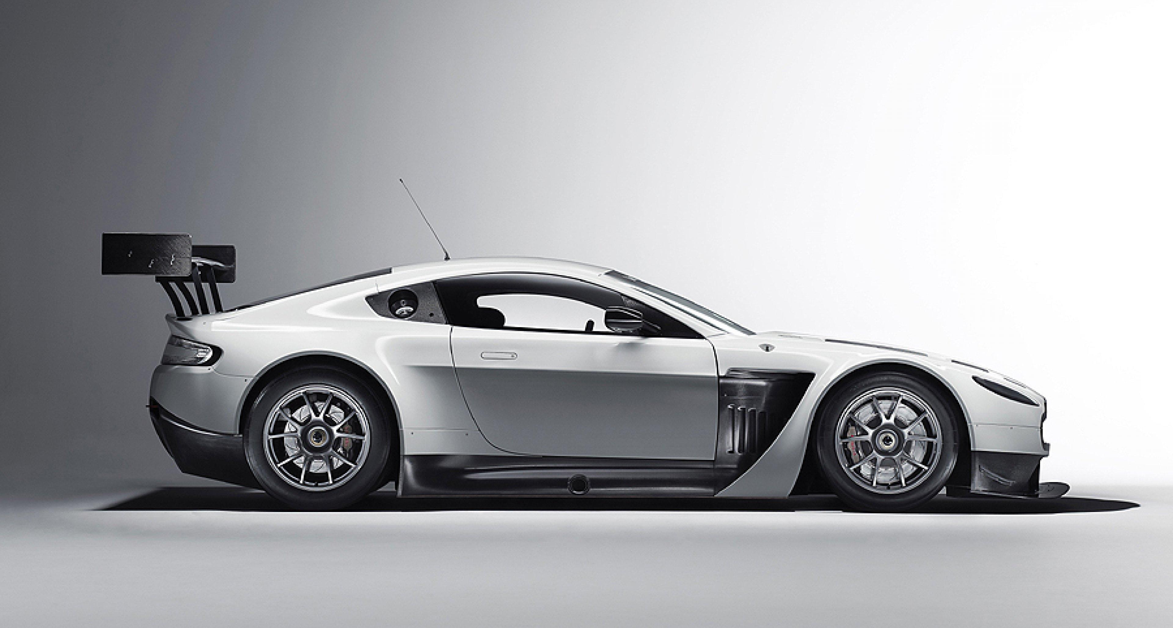 V12 Vantage GT3: Aston Martin Racing tests begin