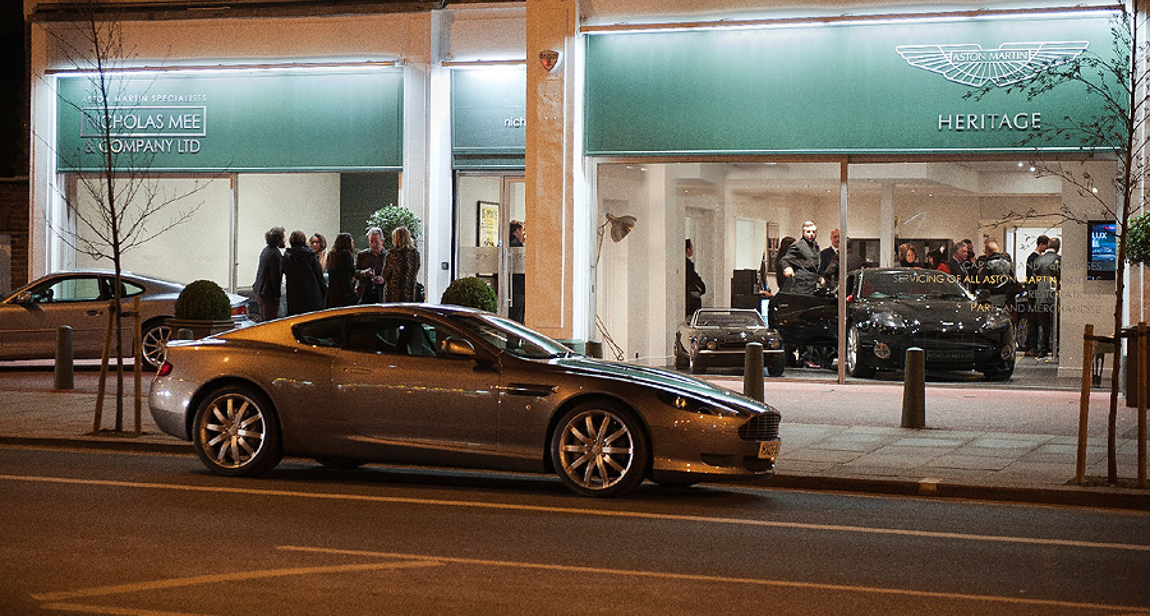 Großbritanniens erster Aston Martin Heritage Showroom eröffnet in West London
