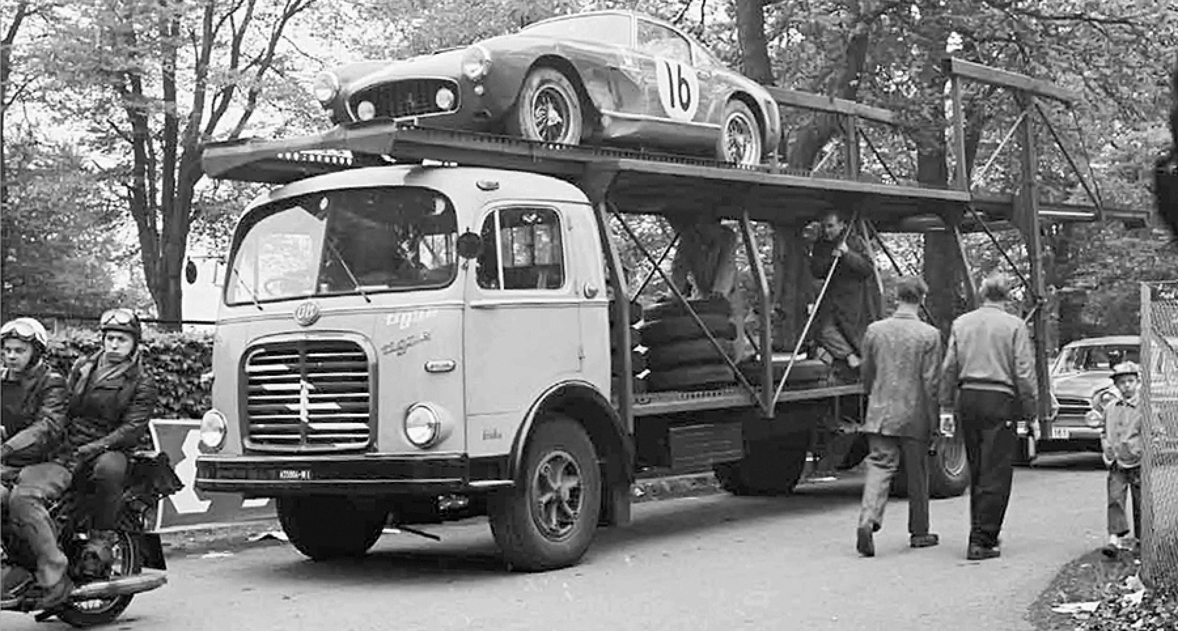 The Gentleman's Library: Racing Transporters at Work