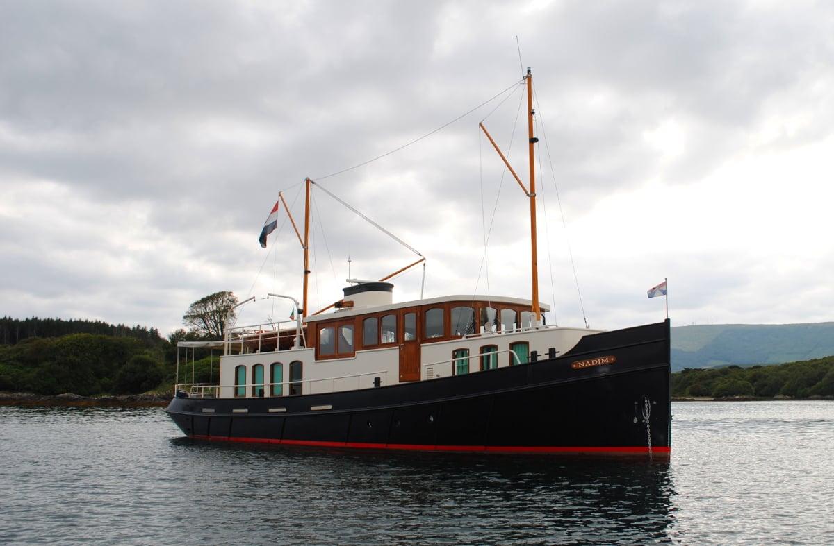 Custom built classic motoryacht 1900 vripack design for Vintage motor yachts for sale